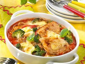 Gratinierte Minutensteaks auf Tomatensoße Rezept