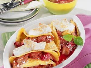 Gratinierte Pfannkuchen mit Rhabarber-Kompott-Füllung Rezept