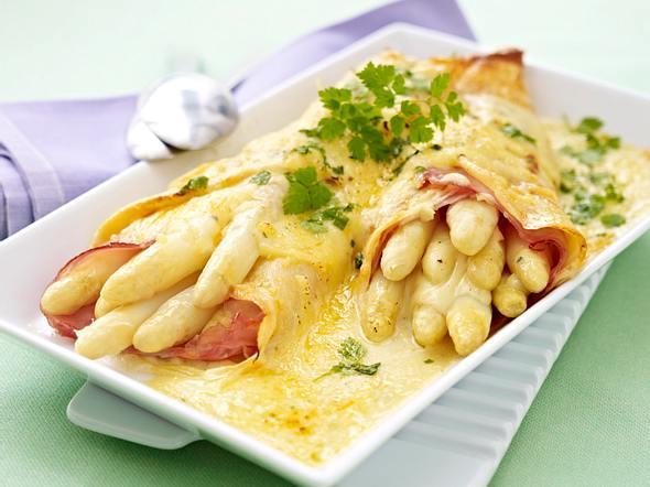 Gratinierte Spargel-Crespelle mit Käse-Bechamel Rezept