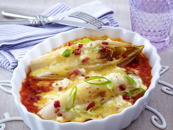 Gratinierter Chicorée in Tomatensoße Rezept