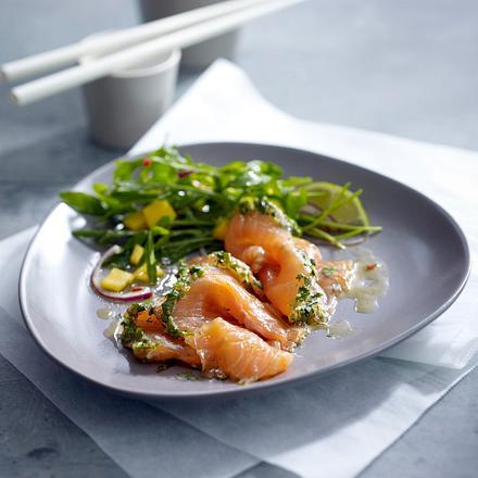 Graved Lachs Asia-Style mit Rucola-Mango-Salat Rezept
