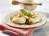 Griechische Joghurtmousse mit Nüssen und Honig Rezept