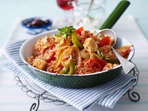 Griechische Reispfanne mit Paprika, Tomaten, Schafskäse und Knoblauchdip Rezept
