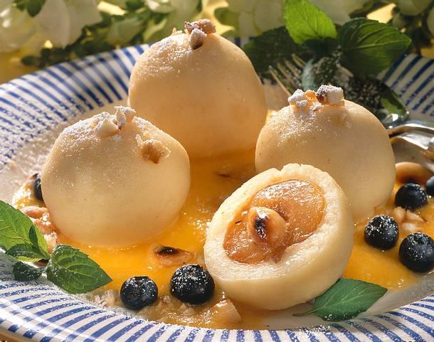 Grießklöße mit Aprikosen Rezept