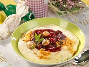 Grießschaum mit Kirschen & Amarettini Rezept