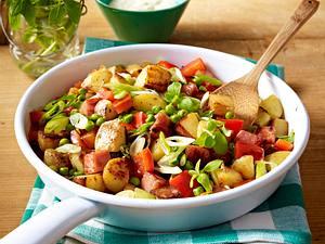 Gröstel von neuen Kartoffeln mit Kasseler und Erbsen Rezept