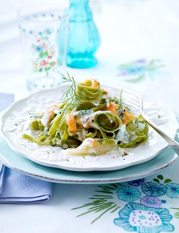Grüne Bandnudeln mit Spargel-Zitronen-Dill-Soße Rezept