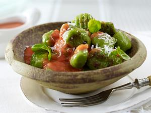 Grüne Basilikum-Gnocchi mit Tomaten-Ricotta-Soße Rezept