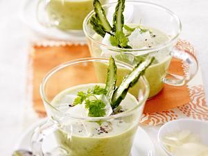 Grüne Spargelsuppe mit Pecorino-Spänen Rezept