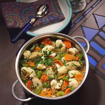 Grünkern-Gemüseeintopf mit Grieß-Käseklößchen Rezept