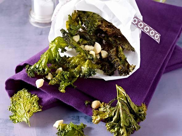 Grünkohl-Chips mit Macadamianüssen Rezept