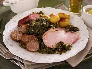 Grünkohl mit Oldenburger Pinkel und süßen Bratkartoffeln Rezept