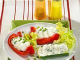 Gurken-und Paprikaschiffchen mit Schafskäse-Schnittlauch-Mousse Rezept