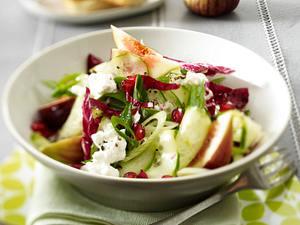 Gurkensalat mit Granatapfelkernen, Feigen, Hüttenkäse und Radicchio Rezept