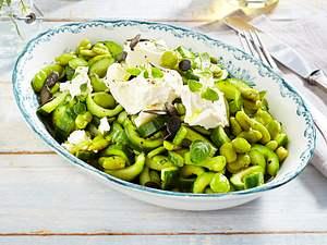 Gurkensalat mit Kürbiskernöl, Bohnen und Schafskäse Rezept
