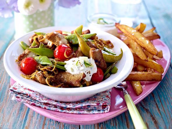 Gyrospfanne mit Ofen-Pommes-frites und Tsatsiki Rezept