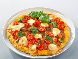 Hack-Pizza mit Basilikumpesto Rezept