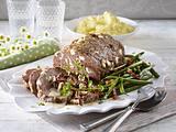 Hackbraten mit grünen Bohnen und Pfifferlingsrahm zu Kartoffelstampf Rezept