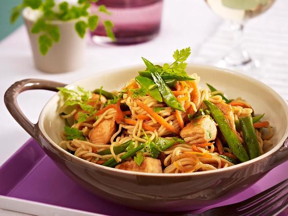 Hähnchen-Gemüse-Wok mit Asia-Nudeln Rezept
