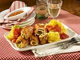 Hähnchen-Involtini mit Bandnudeln und Tomatensoße Rezept
