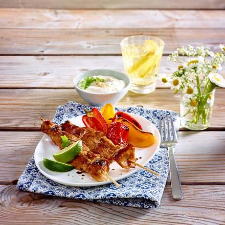 Hähnchen-Sate mit Sesam-Dip und gerösteter Paprika Rezept