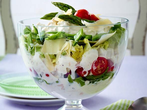 Hähnchen-Schichtsalat mit Spargel Rezept