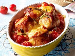 Hähnchen-Speck-Krüstchen in Tomatensoße mit Basilikum Rezept