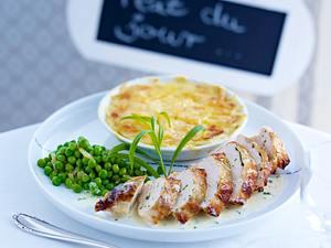 Hähnchenbrust in Estragon-Sahnesoße zu Kartoffelgratin mit Erbsen Rezept