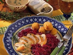 Hähnchenbrust mit Rotkohl und Kartoffelbällchen Rezept