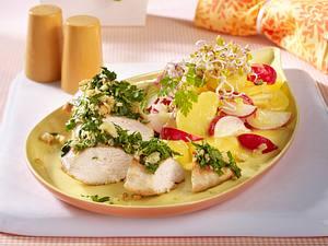 Hähnchenfilet mit Kräuterkruste und Kartoffel-Radieschensalat Rezept
