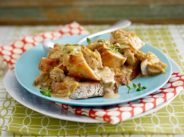 Hähnchenfilet mit Zwiebel-Pilz-Sahne Rezept