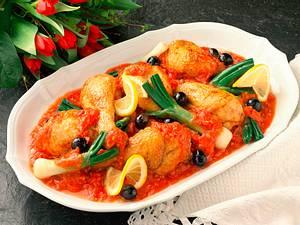 Hähnchenkeulen in Tomatensoße mit Lauchzwiebeln Rezept