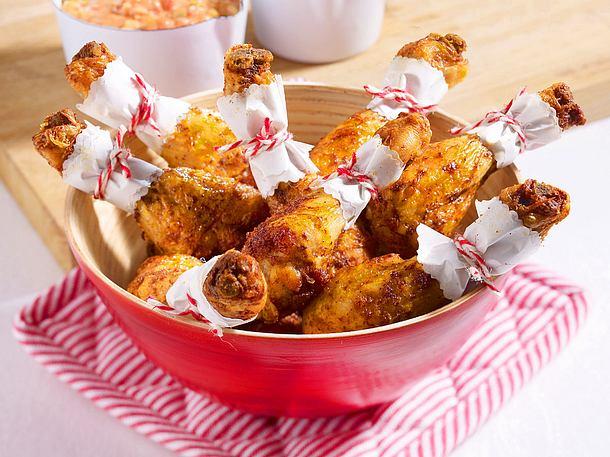 Hähnchenkeulen mit Paprika-Dip Rezept