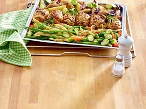 Hähnchenschenkel mit gemischtem Gemüse und Kartoffeln Rezept