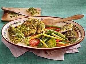 Hähnchenschnitzel in Kräuterpanade mit Bohnensalat Rezept