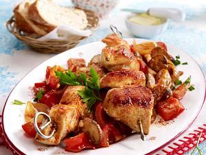Hähnchenspieße auf Pilz-Paprika-Gemüse Rezept
