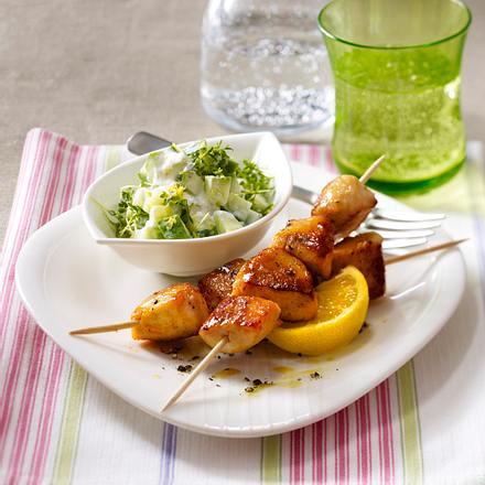 Hähnchenspieße mit Honig-Senf garniert zu Gurken-Kresse-Salat Rezept