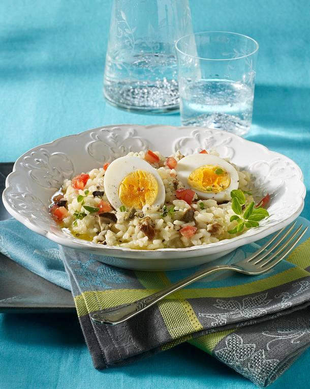 Halbierte Eier auf Steinpilzrisotto Rezept