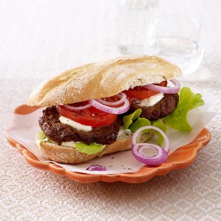 Hamburger im Baguettebrötchen Rezept