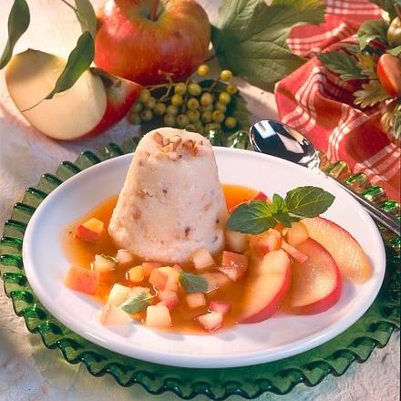 Haselnuss-Grießpudding mit gedünsteten Äpfeln Rezept