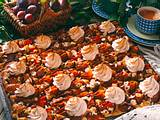 Haselnuss-Zwetschen-Kuchen mit Zimtbaiser Rezept
