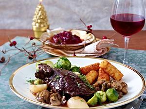 Hasenkeulen in Rotweinsoße zu Kroketten und Rosenkohl Rezept