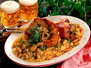 Haxe auf Sauerkraut mit Thymian-Bohnen Rezept