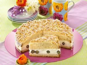 Hefe-Streuselkuchen mit Heidelbeersahne Rezept