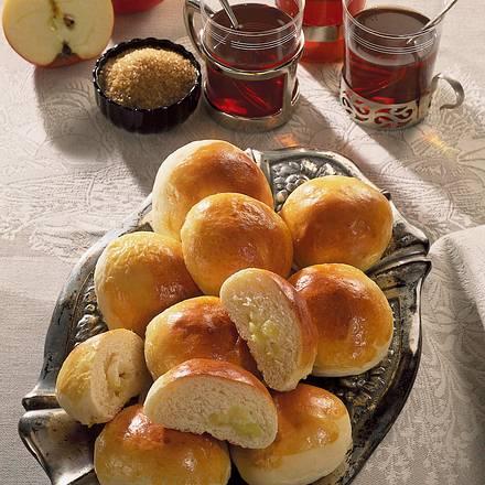 Hefebrötchen mit Apfel Rezept