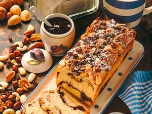 Hefekuchen mit gemischten Nüssen und Rosinen Rezept