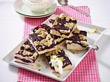 Heidelbeer-Blechkuchen mit Pistazienstreuseln Rezept