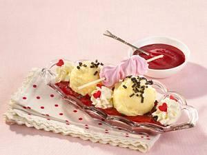 Heiße Liebe (Vanilleeis mit Himbeerpüree) Rezept