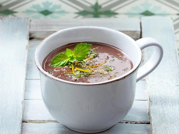 Heiße Schokolade 6 x anders: mit Minze, Kardamom und Orangenschale Rezept