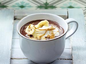 Heiße Schokolade 6 x anders: mit Sahne, Erdnussbutter und Bananenscheiben Rezept